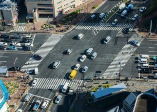 交差点のクルマ