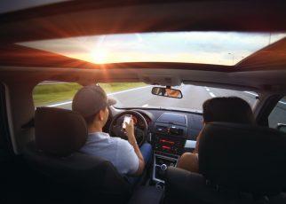 カーシェアリングでドライブ
