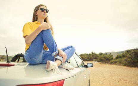 タイムズカープラスを使う女性