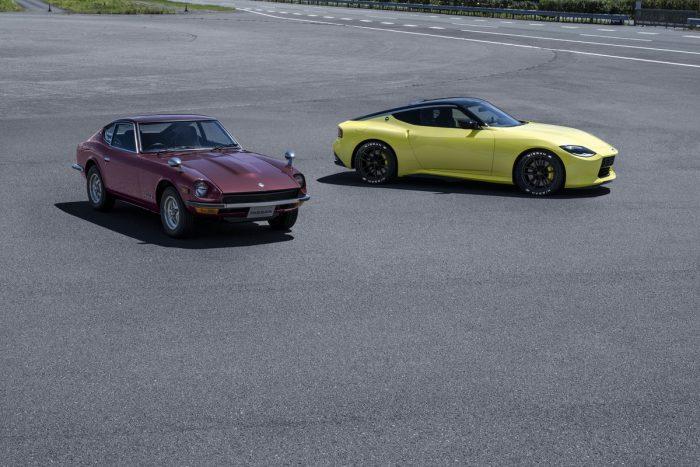 新型日産フェアレディZと初代S30型フェアレディZ