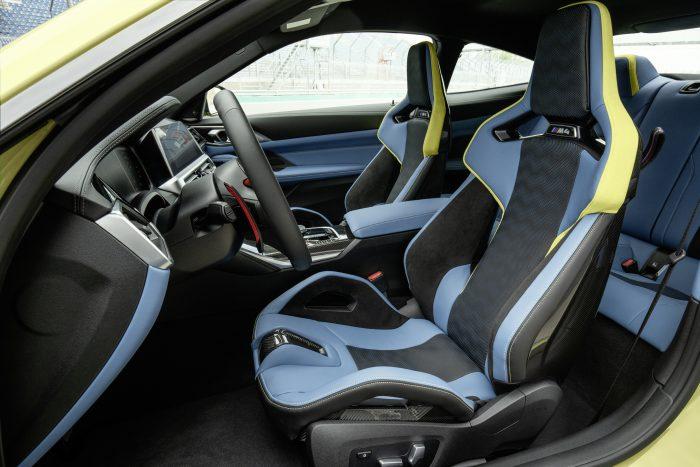 新型BMW M4フロントシート