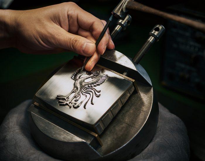 トヨタセンチュリー 手彫りの鳳凰エンブレム
